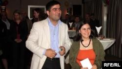 Saadat Akifqizi and Maarif Akperli accept an award for their investigative journalism report in Baku, 6 May 2010
