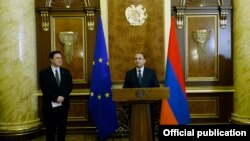 Armenia - Prime Minister Hovik Abrahamian (R) and the head of the EU Delegation, Traian Hristea, speak at a ceremony in Yerevan,16 Jan2015