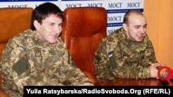 Олександр Макух (праворуч) та Вадим Кирпиченко. Дніпропетровськ, 24 лютого 2016 року