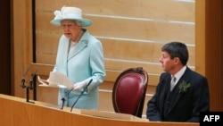 ملکه الیزابت، ۱۲ تیر، جلسه پارلمان اسکاتلند را افتتاح کرد و در سخنانی گفت که آرامش در جهانی که به سرعت تغییر میکند، دشوار است.