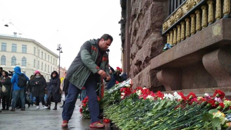 В Петербурге вспомнили жертв теракта в метро, произошедшего год назад