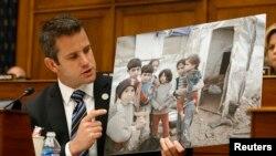 Republicanul Adam Kinzinger la audierile din Congresul american asupra utilizyării armelor chimice în Siria