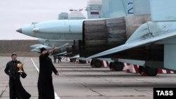 Освящение истребителей Су-27СМ и Су-30М2 на аэродроме «Бельбек» под Севастополем, архивное фото