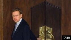 По словам министра, работа Козлова в последнее время в рамках надзора за банками приводила к отзыву лицензий у банков, которые занимались отмыванием денег и финансовых преступлений