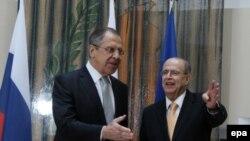 Kiprin xarici işlər naziri Ioannis Kasoulides (sağda) rusiyalı həmkarı Sergei Lavrov ilə, 2 dekabr, 2015-ci il