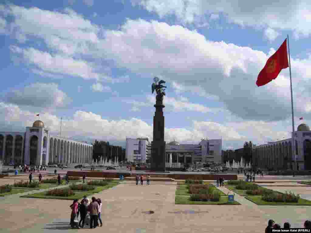 Летний Бишкек - Сердце Бишкека. Центральная площадь.