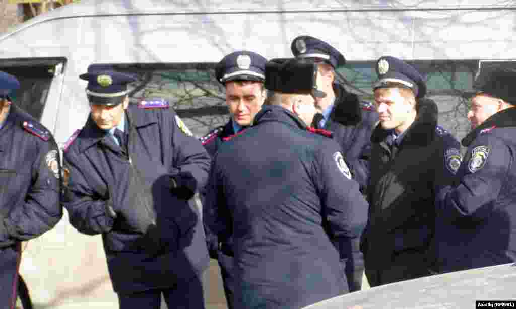 Акмәчеттә кырымтатарлар Януковичка каршы җыен үткәргән урында милиция көчләре