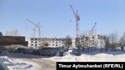 Строительство домов в микрорайоне Сары-арка. Павлодар. 11 февраля 2017 года.