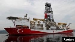 Javuz, turski brod za podvodna bušenja