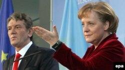 Під час візиту Віктора Ющенка до Берліна на початку 2007 року він і Анґела Меркель теж говорили про енергоносії й реформи в Україні