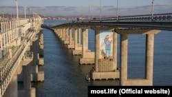 Мурал на мосту через Керченский пролив, иллюстрационное фото