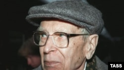 Дмитрий Лихачев. 1998 год.