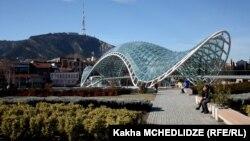 Главным объектом критики специалистов стали сооружения, возведенные в историческом районе столицы Рикэ