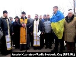На Народному вічі у Луганську відспівали загиблих