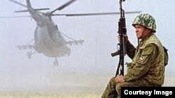 Куляб қаласындағы Ресейдің 201 әскери базасының сарбазы, Тәжікстан. (Көрнекі сурет).