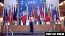 Тамара Рейсиг Еуропа парламентінде. Страсбург, 2012 жыл.