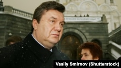 Виктор Янукович (л) и Людмила Янукович (п)