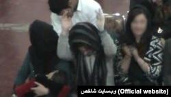 وبسایت محلی «شاخص» با انتشار عکسهایی مخدوش از کنسرت برگزارشده در قزوین با عنوان «مانور تلخ کنسرت ابتذال» یاد کرد