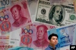 В последние дни курс юаня упал до самой низкой за 10 лет отметки по отношению к доллару