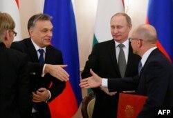 В Москве Виктору Орбану (второй слева) явно понравилось