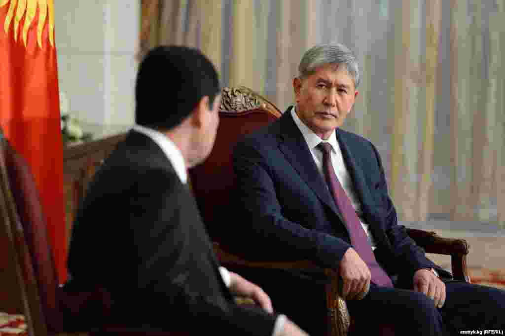 G.Berdimuhamedow (ç) we Almazbek Atambaýew (s)