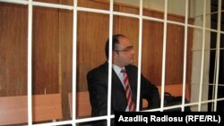 Eynulla Fatullayev in a Baku court on April 9