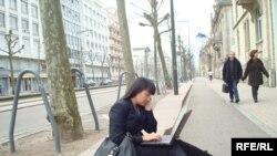 Корреспондент радио Азаттык Саида Бабамходжа передает последние новости о саммите НАТО. Страсбург, 3 апреля 2009 года.