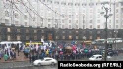 Билік шешіміне наразылар үкімет үйінің алдына келді. Киев, Украина, 25 қараша 2013 жыл.