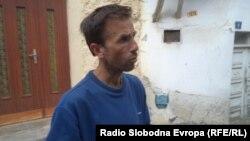 Александар Сандев, сопственик на руиниранa стара куќа во Охрид.