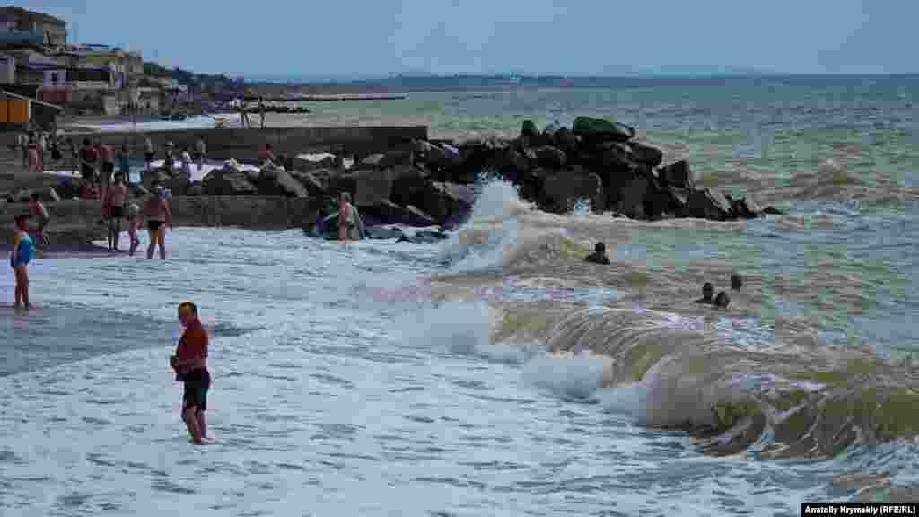 Того вересневого дня при двобальному хвилюванні моря температура води буда вище +20°С