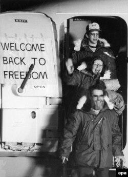 Бывшие американские заложники на авиабазе в Германии. 21 января 1981 года