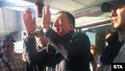 Кметът на Несебър Николай Димитров пристига, за да се закълне пред Общинския съвет