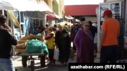 Рынок в Туркменистане, октябрь, 2018