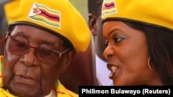Президент Роберт Мугабе с женой Грейс в столице Зимбабве Хараре. 8 ноября 2017 года.
