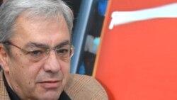 Բագրատ Ասատրյանի կարծիքով՝ փորձում են Կարապետյանի «իմիջը օգտագործել վերարտադրության խնդիրը լուծելու համար»