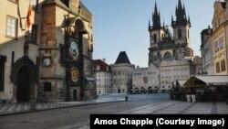 Коронавирус в Праге: опустевшие улицы и люди в масках (фотогалерея)