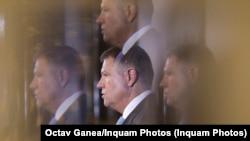 Președintele Klaus Iohannis a semnat decretele de retragere a decorațiilor pentru 12 condamnați pentru fapte de corupție