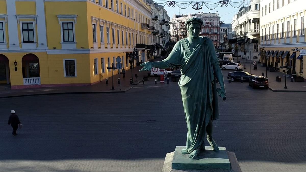 В Одессе приостановили работу ресторанов, ТРЦ и других общественных заведений