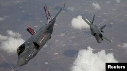 اف۳۵ لایتنیگ ۲، جنگنده فوقپیشرفته آمریکا، گرانترین برنامه نظامی پنتاگون عنوان شده است.