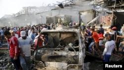 Багдаддын Садр шаарындагы азык түлүк базары бомба жардыруусунан кийин. 13-август 2015