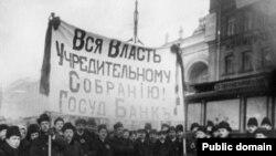 """Лозунг """"Вся власть Учредительному собранию!"""" был популярен и в """"белом движении"""", и среди революционеров. Правда, далеко не всех"""