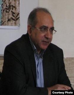 İran Azərbaycanından olan yazıçı Əliriza Zihaqq.