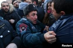 Столкновения у посольства России в Ереване, январь 2015 года