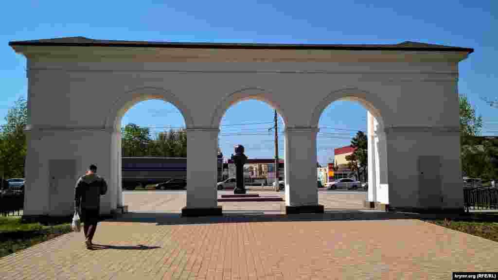 Памятник Шевченко вновь установили в 1997 году ‒ перед центральной колоннадой парка