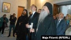 Vučić i vladika Teodosije u manastiru Banjska