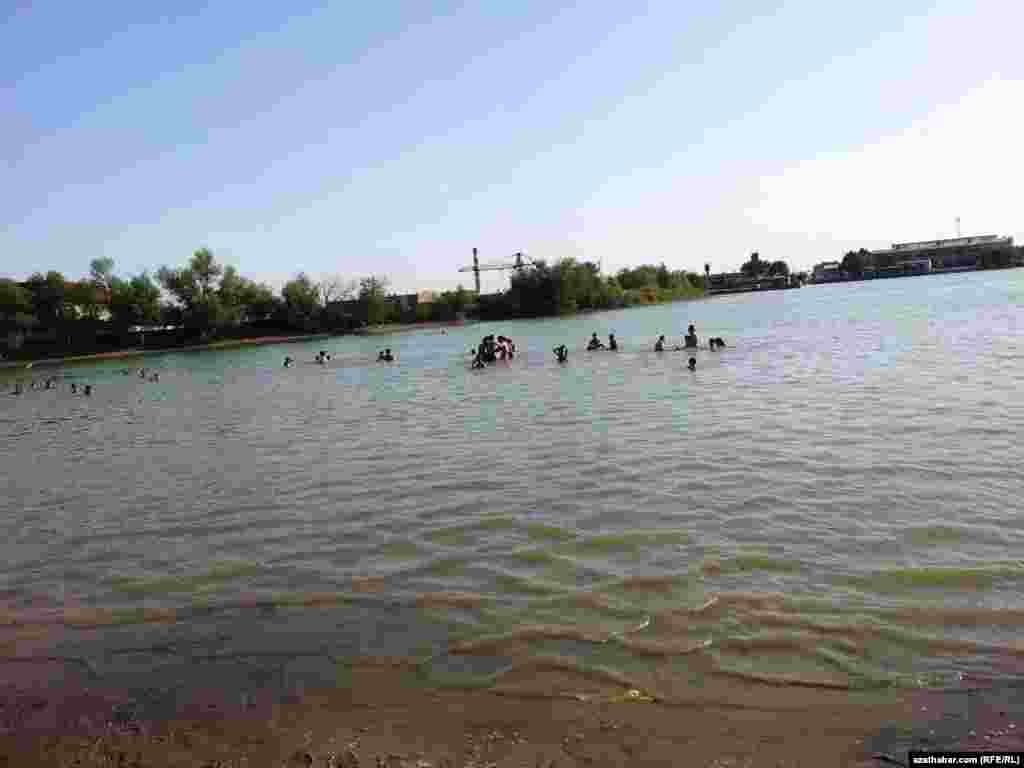 "Turkmenistan. So-called ""zaton"" river in Turkmenabat"