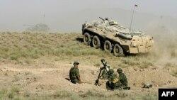 Сарбозони дивизияи 201-уми Русия ҳангоми тамрин