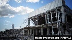 Луганський аеропорт виглядає не менш жахливо, ніж його донецький «колега»