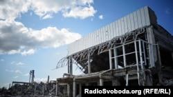 Pamje nga shkatërrimet në aeroportin e rajonit Luhansk në pjesën lindore të Ukrainës