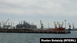 Каспий теңізінің Қазақстан бөлігіндегі мұнай платформасы. (Көрнекі сурет.)